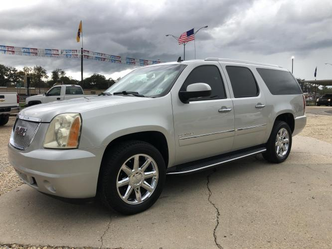 2011 Silver GMC Yukon Denali XL 2WD (1GKS1MEFXBR) with an 6.2L V8 OHV 16V engine, 6-Speed Automatic transmission, located at 4520 Airline Hwy, Baton Rouge, LA, 70805, (225) 357-1497, 30.509325, -91.145432 - Photo #0